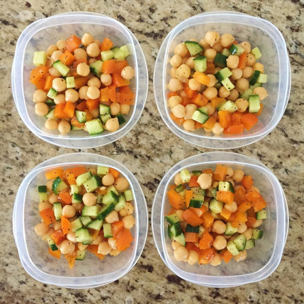 I threw this chickpea salad together during meal prep withouthellip